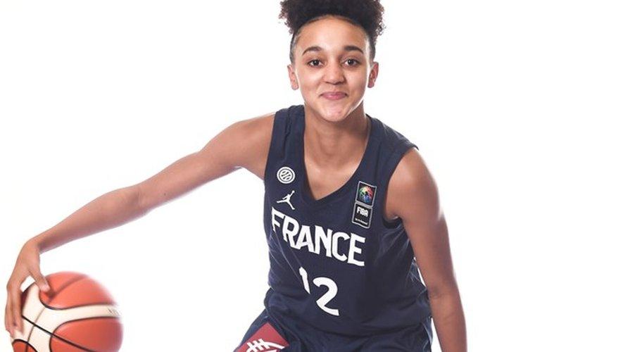 Bien que son équipe ait terminé à la dernière place, la jeune meneuse de jeu tire un bilan positif de cette 1re saison au 2e échelon français senior.
