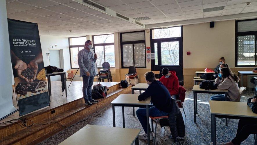 Lors du débat au lycée avec Florent Dionisy.