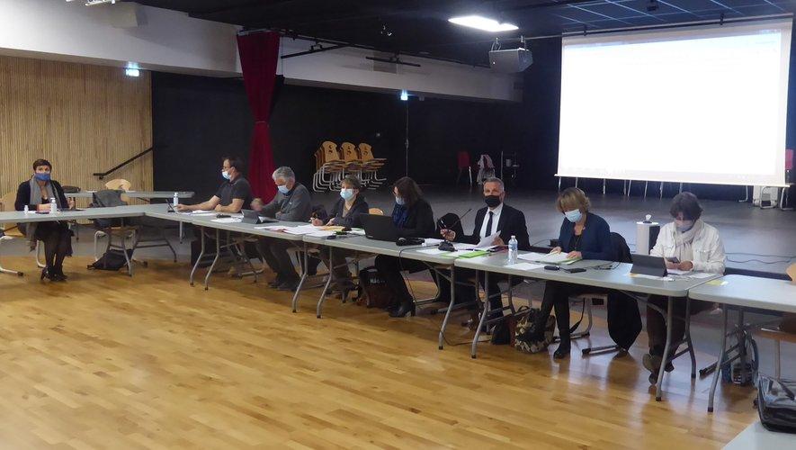 Les élus et les services administratifs autour du maire Jean-Philippe Sadoul.