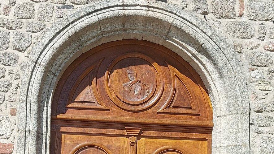 Les portes de l'église ont été rénovées