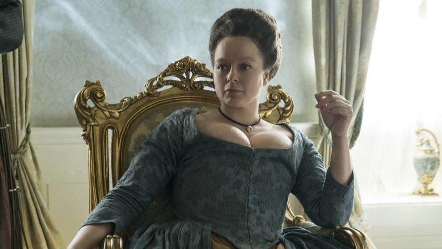 L'actrice principale de la série portera des gants de la Maison Fabre