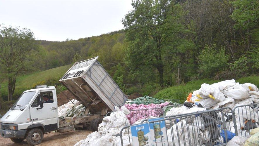 Collecte des plastiques agricoles à St-Geniez-d'Olt.