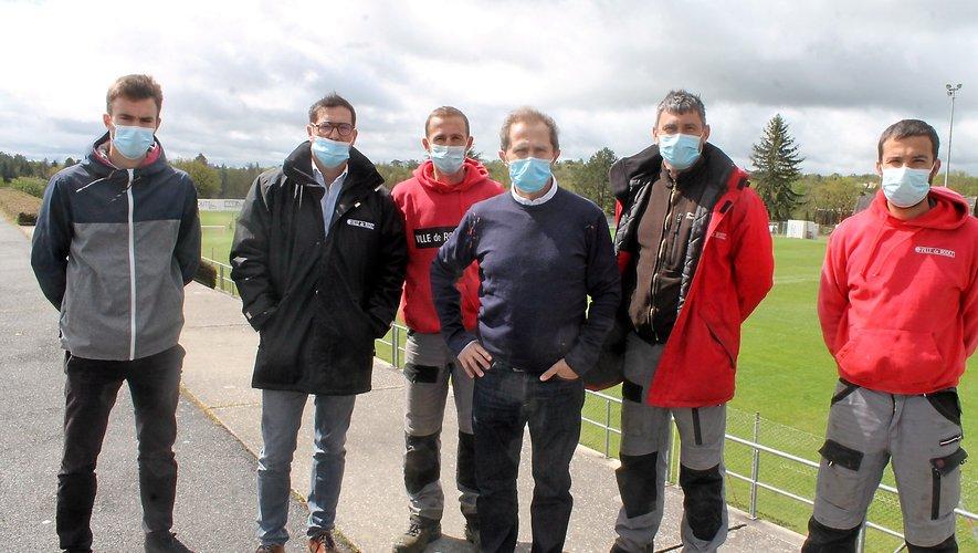 Marc Rouquier (2e en partant de la gauche), Olivier Nicolas (au centre) et une partie des équipes, à pied d'œuvre toute l'année.