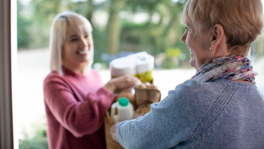 """Les voisins ont fait davantage attention aux plus âgés pendant le confinement mais les relations de voisinage continuent de bénéficier aux """"plus dotés""""."""