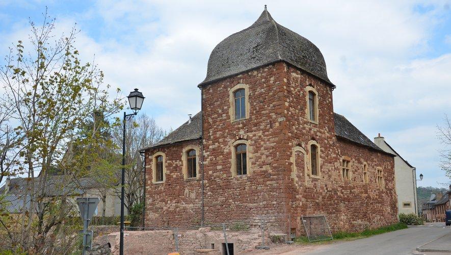 Le bâtiment présente les caractéristiques d'un édifice seigneurial du Moyen Âge.