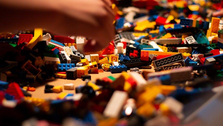 Ces dernières années, des marques emblématiques du secteur du jouet comme Lego, Hasbro ou Mattel ont lancé plusieurs opérations qui s'inscrivent dans une démarche écoresponsable.