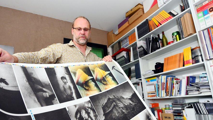 """Avec """"Lamaindonne"""", David Fourré vit sa passion du livre en mettant en scène les artistes photographes.JAT"""