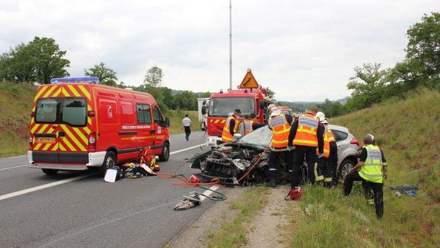 Les secours ont médicalisé et désincarcéré un conducteur grièvement blessé.