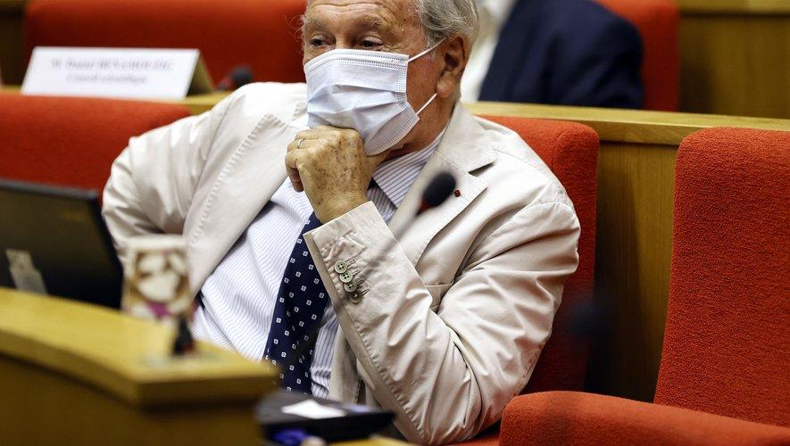 """Le Pr Delfraissy insiste pour le """"port du masque, y compris à l'extérieur, au moins jusqu'au 30 juin"""": """"il faut qu'on le fasse en particulier dans les très grandes villes. Ca va se jouer à Paris, Lyon, Marseille, Nice, Bordeaux""""."""