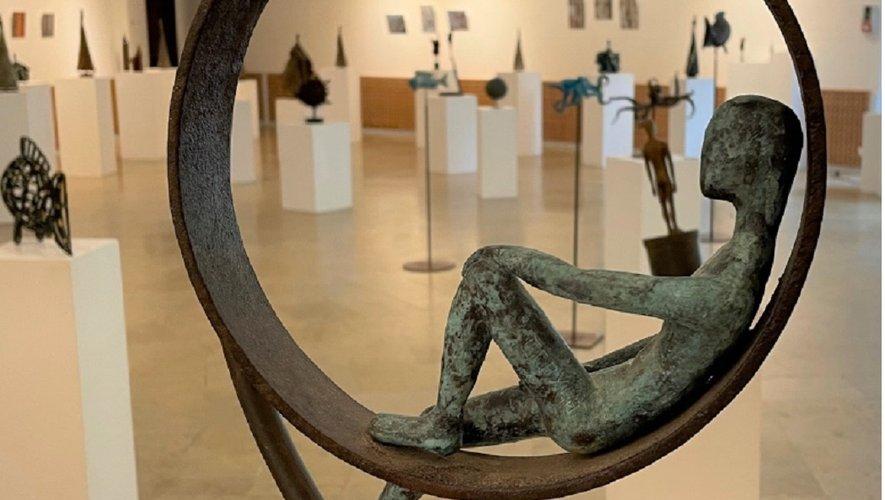Jusqu'à vendredi, l'exposition, au centre culturel, est ouverte de 14 heures à 18 heures ; ce week-end, de 10 heures à 13 heures, et de 14 heures à 18 heures.