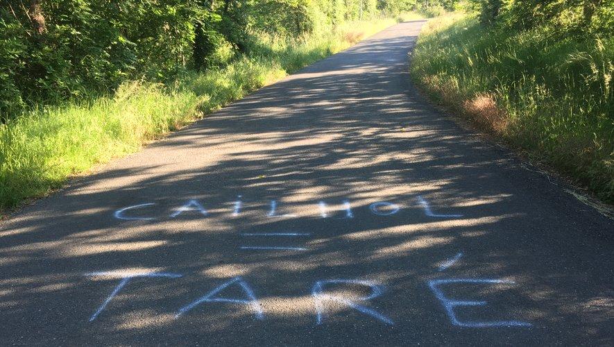 Les inscriptions ont été faites sur la route entre le pont de Grand-Fuel et Sainte-Juliette.