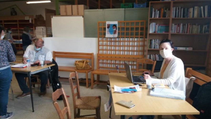 """Les conseillers missions accompagnement santé de la CPAM de l'Aveyron en intervention sur le site des """"Resto du Cœur"""" de Rodez le 1er Juin 2021."""