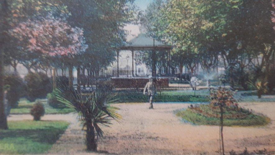 Au début, le jardin public contenait diverses plantes exotiques.