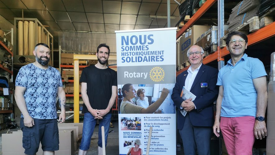André Alanore, gouverneur du Rotary, s'est montré passionné  par les réalisations de l'entreprise Moyrasétienne.