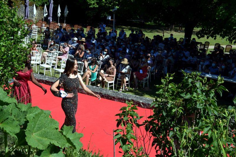 Tapis rouge pour les prétendantes au titre de Miss Aveyron.