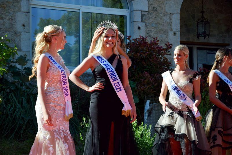 Laura Perucchietti, couronnée de succès, aux côtés de Tess Debellemanière, Miss Aveyron 2020.