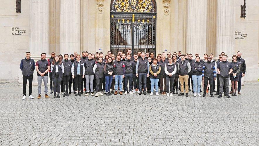 Toute l'équipe de la Halle aux grains réunie autour du chef Sébastien Bras