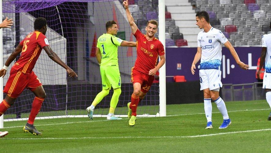 26 juillet 2019: pour son premier match sous ses nouvelles couleurs et aussi le premier en Ligue 2 du Raf, Valentin Henry marque son… premier but en carrière (il fera encore trembler les filets à trois reprises ensuite avec Rodez), face à Auxerre au Stadium de Toulouse.