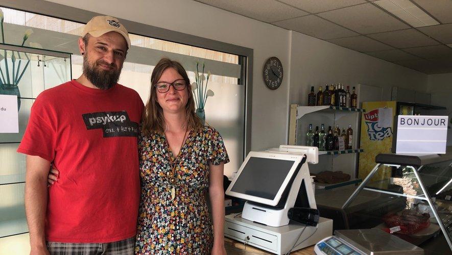 Ruddy et Sandrine heureux d'accueillir leurs clients dans les locaux réaménagés.