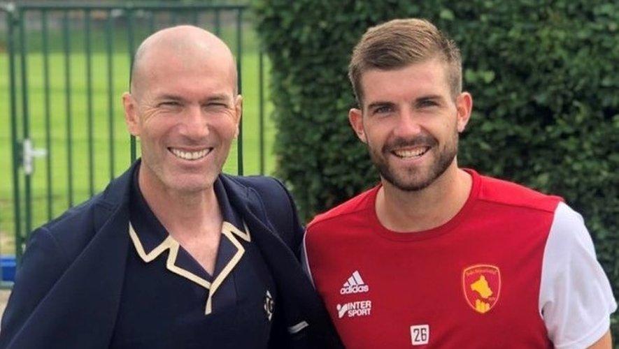 Zinedine Zidane, tout sourire aux côtés de Corentin Jacob.
