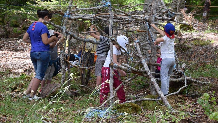 Tels des Robinson Crusoé en herbe, des enfants avaient érigé leur cabane lors de la précédente édition à Brameloup.