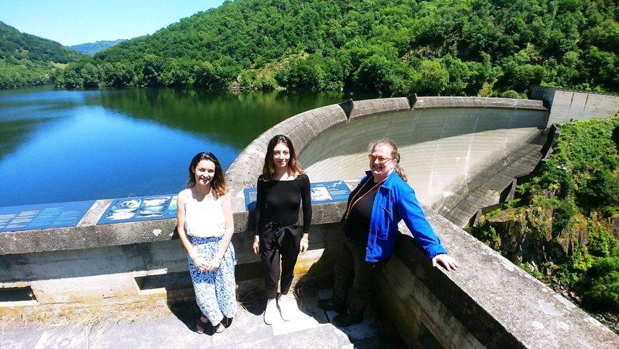 Elisa, Alexia et Anne guideront le public tout l'été aux abords du barrage de Couesques à St-Hippolyte.