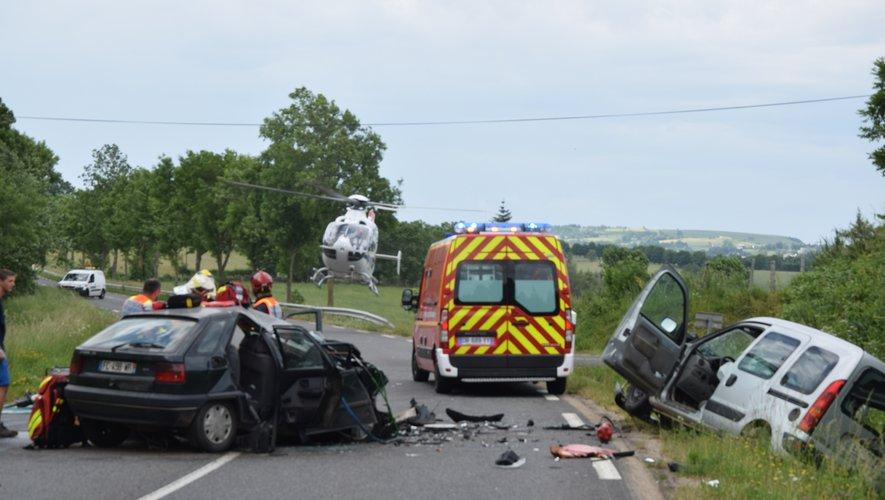 L'hélicoptère du Samu est arrivé sur les lieux pour secourir l'un des conducteurs grièvement blessé.