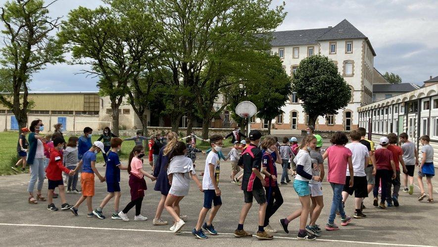 Ecole Saint-Jospeh : une farandole  pour terminer les séances d'occitan