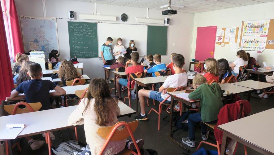Les élèves ont présenté leur texte qui sera enregistré pour leur émission radio sur RTR.