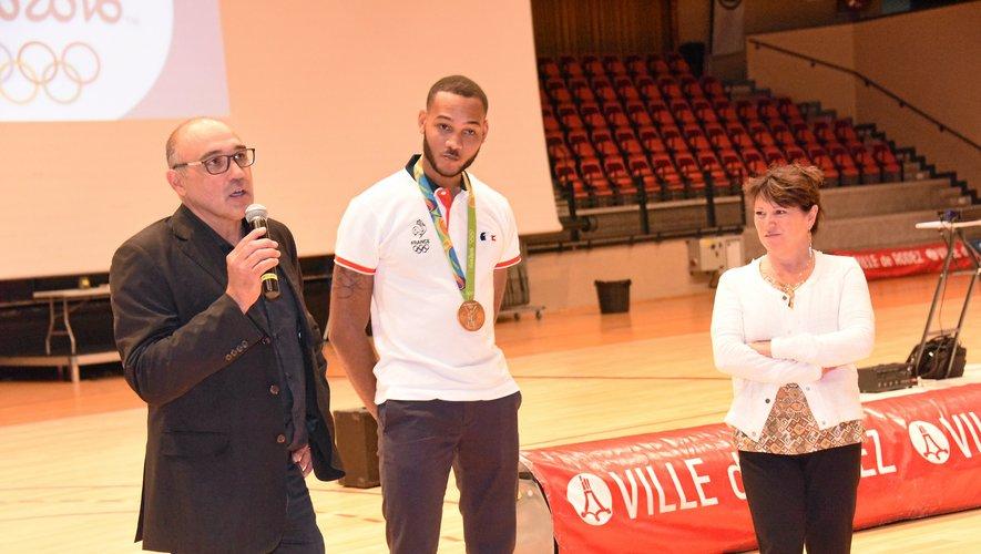 Daniel Jérent, en 2016 aux côtés du Ruthénois Bruno Gares, actuel président de la Fédération française d'escrime.