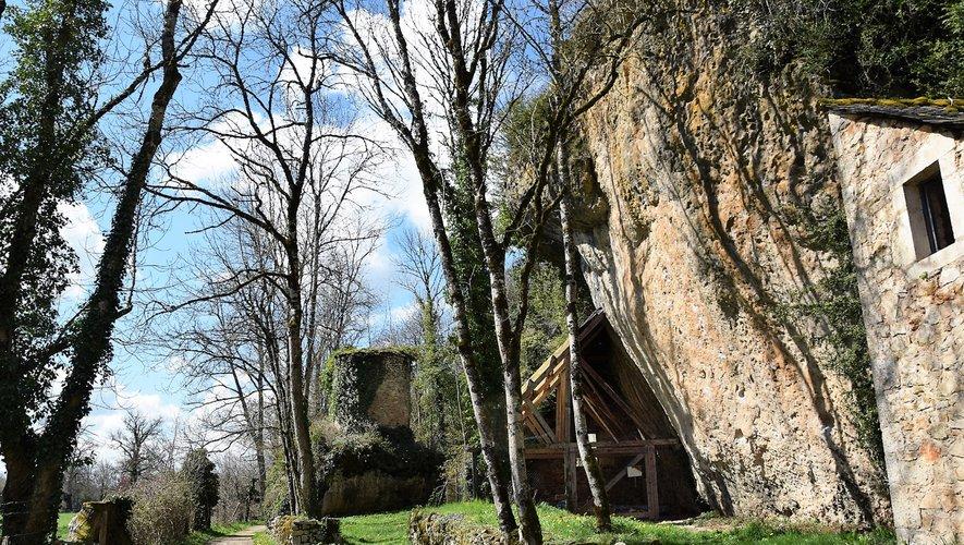 La randonnée mènera au chantier de fouilles de Roquemissou.