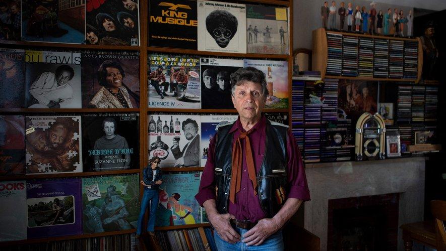 Robert Lacire, 78 ans, a accumulé tout au long de sa vie le nombre faramineux de 21 tonnes de vinyles, soit près de 130.000.