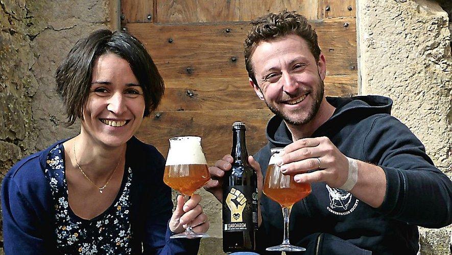 Camille et Rémi ouvrent leur brasserie au public.
