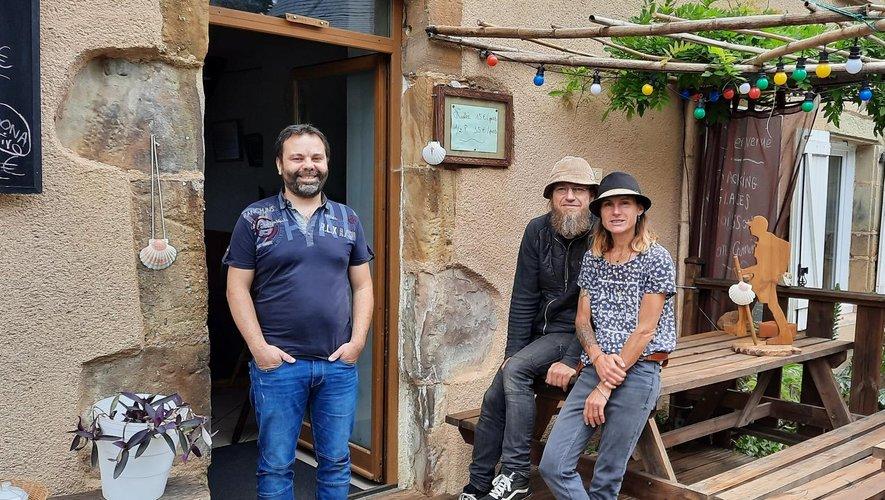 Arnaud Segond, à gauche, a passé le relais à Caroline et Peter.