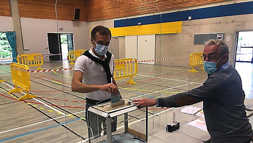 Arnaud Viala a voté dans la matinée à Vézins-de-Lévézou.