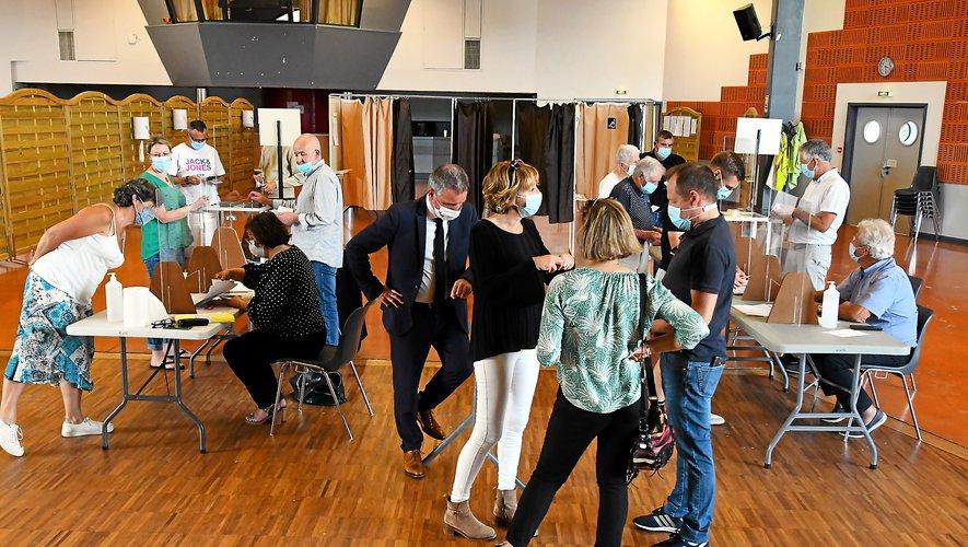 En attendant les électeurs, l'ambiance était quelque peu tendue au bureau de vote luco-primaubois.