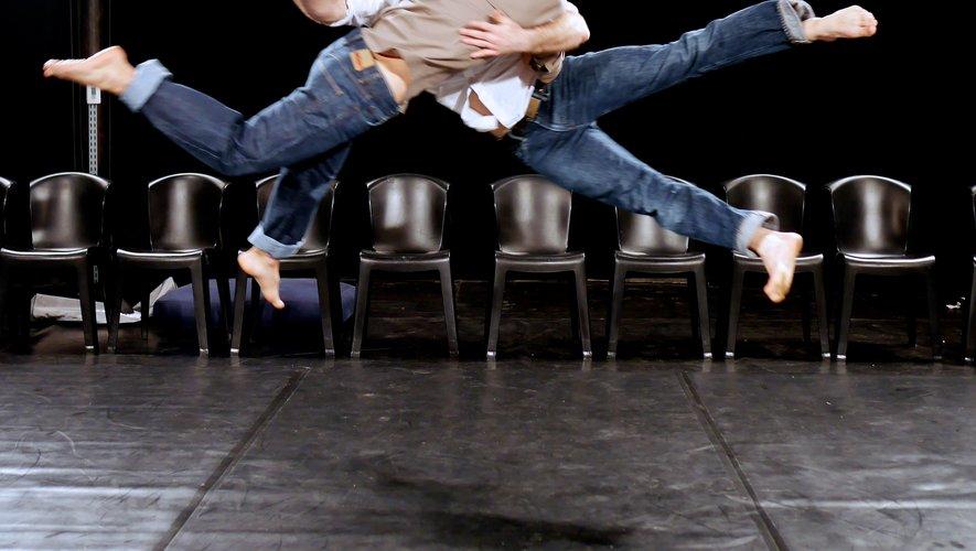 """Matthieu Gary et Sidney Pin jouent la """"Chute"""" pour un grand saut cet été à la confluence d'Entraygues."""