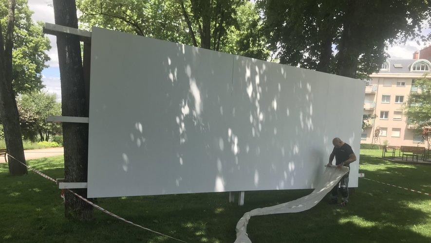 Disparue la fresque d'Igor, à la place une page blanche où un nouvel artiste va laisser libre court à son imagination.