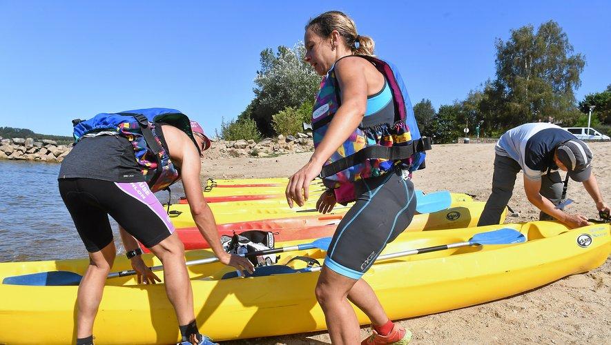 8 km de canoë au programme sur le lac de Pareloup.