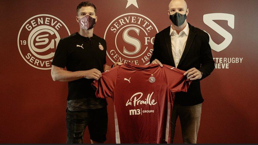 David Douline (à gauche) a signé ce mardi officiellement avec le Servette Genève.