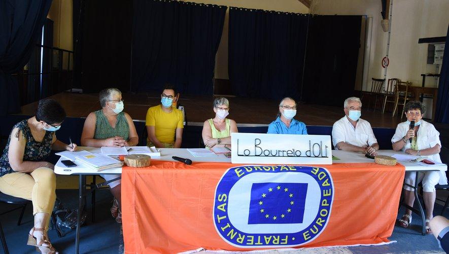 Les élus étaient venus apporter leur soutien à la troupe folklorique.
