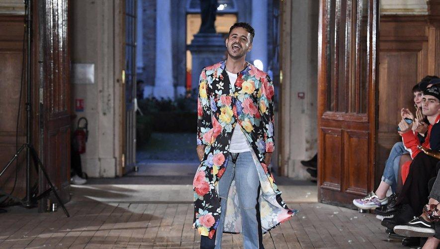 """Le créateur brésilien Francisco Terra a organisé jeudi l'un des rarissimes """"vrais"""" défilés à Paris pendant la Fashion week."""