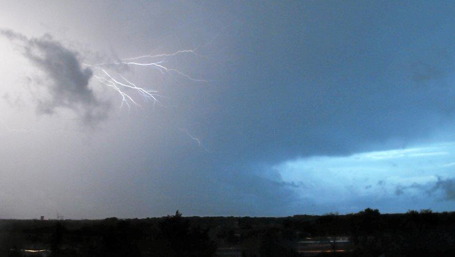 Risques d'orages violents modérés sur l'Aveyron, selon Météo France.