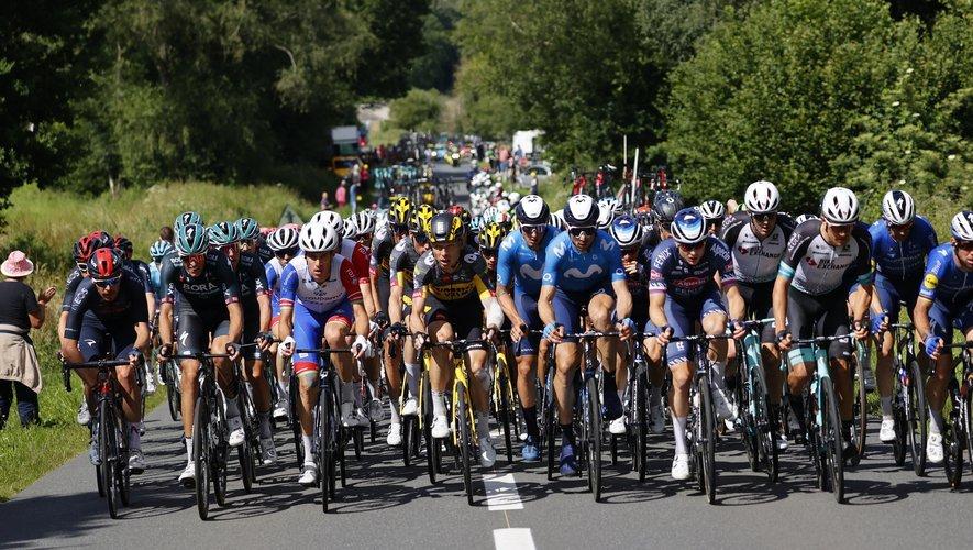 Après de nombreuses chutes la veille, les coureurs ont protesté au départ de la 4e étape.