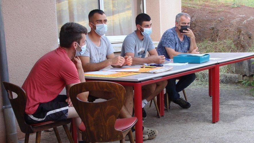Des membres du bureau à l'écoute des adhérents de la Société.