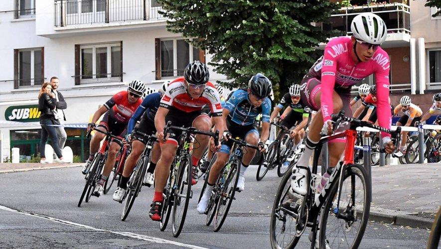 Mathias Ribeiro Da Cruz (en rose), sociétaire du club de Laval et natif de Fronton, portera lors de la prochaine manche (s'il est là) le maillot blanc de leader du challenge.