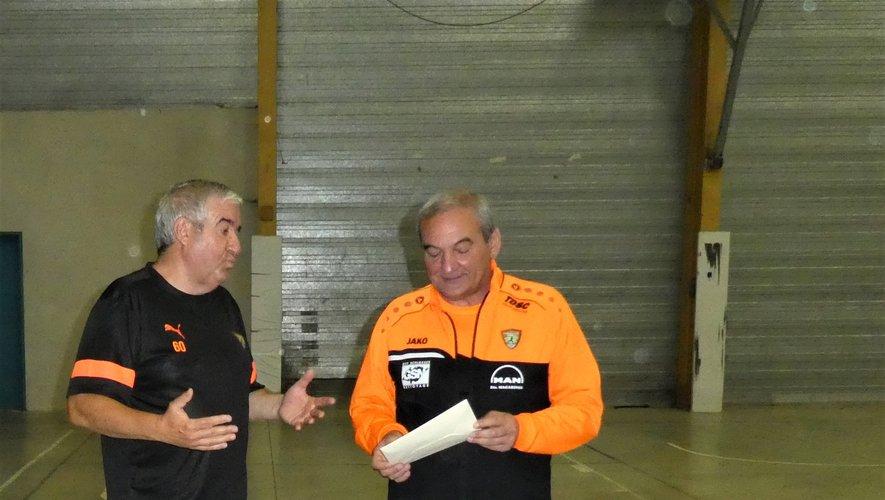 Les remerciements au nom du clubde Daniel Fabre à Pierre Bourdet(à droite).