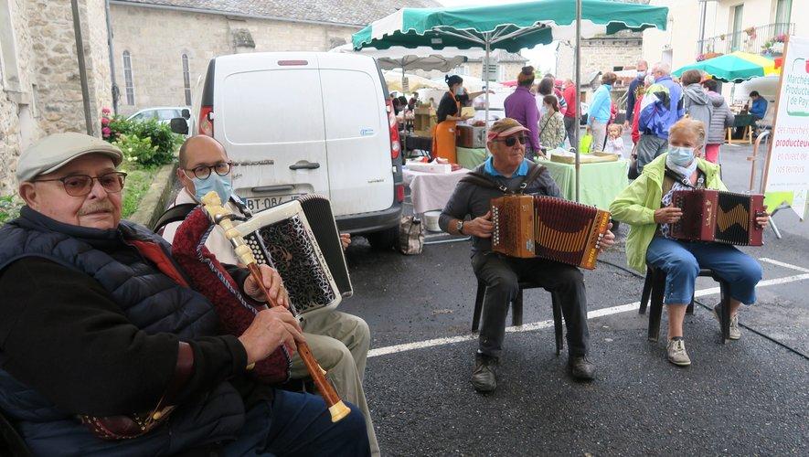 Le folklore local au marché  des producteurs