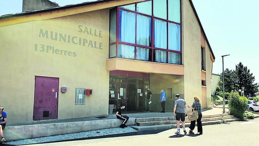 La file d'attente à l'entrée du centre de vaccination est à nouveau monnaie courante./ Photo C. I.