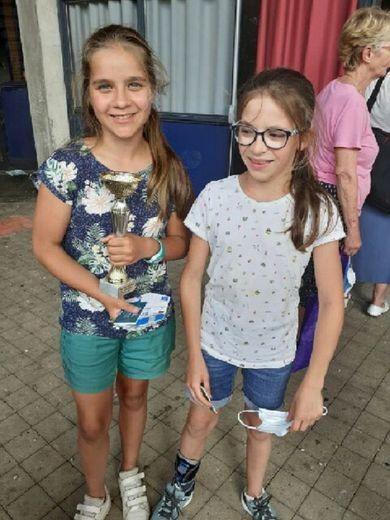 Clémence Bousquet et Manon Grimal ont porté bien haut les couleurs de leur école.